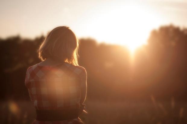 Abraza a esa persona proactiva que tienes en tu vida, dile que la ayudarás y que serás constructivo/a en todo lo hagáis, y será quien más te ayudará el resto de tu vida. No dejes que tu persona proactiva se venga abajo, porque le va a costar mucho recuperarse. Porque te quiere y no quiere decepcionarte, cuando le hablas en negativo, siente que te decepciona con lo que hace y eso es muy duro.